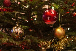 christmas-baubles-1078996__180